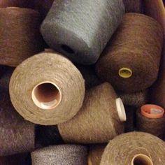 GARN STORKØB:-) Har du brug for rigtig meget garn, og kan lide mangefarver, har viengarnpakke til dig, medmindst 10kilo garn. I menuen kan du vælge garnpakkernes materialer. Pt kan vi tilbyde disse garnpakker: Bomuld(100% bomuld i diverse tykkelser og farver) Uld(uld, lammeuld, angora, alpaka, mohair, cashmere...) Plantefibre(bomuld, hør, viskose...) - til dig, som feks. ikke kan tåle uld Effe...