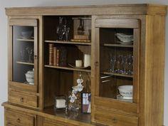 Mueble comedor de madera maciza.