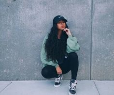 Outfit on point 💯👌. Pose on point. Dope Outfits, Casual Outfits, Fashion Outfits, Womens Fashion, Fashion Killa, Look Fashion, Girls Tumblrs, Poses Modelo, Outfit Goals