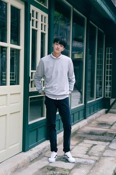 17 years old 😊 Good evening 🍂  Korean Boys Ulzzang, Ulzzang Boy, Handsome Korean Actors, Handsome Boys, Li Hong Yi, Chinese Babies, A Love So Beautiful, Aesthetic Boy, Cute Actors