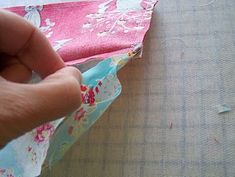 n' stitches designs: Lined Purse with Zipper Tutorial Sewing Hacks, Sewing Tutorials, Sewing Crafts, Sewing Projects, Tutorial Sewing, Dress Tutorials, Zipper Pouch Tutorial, Purse Tutorial, Bag Patterns To Sew