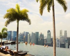A review of a night's stay at the Marina Bay Sands hotel in Singapore (with pictures).