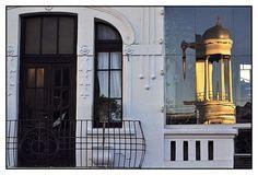 Fotos - Google+ Fachada de sobrado na rua Dr. Muricy. Refletindo a torre da Igreja Presbiteriana.