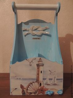 This would be cute in the bathroom with extra rolls of toilet paper in it. Sea Crafts, Wood Crafts, Paper Crafts, Tole Painting, Painting On Wood, Decoupage Box, Shabby Chic Theme, Creative Box, Chalk Paint Projects