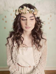 Прическа невесты: нежность и красота венка в волосах. | Свадебное вдохновение