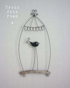 cage for paper art Wire Crafts, Diy And Crafts, Sculptures Sur Fil, Wire Sculptures, Bird Cages, Wire Art, Pebble Art, Diy Projects To Try, Paper Art