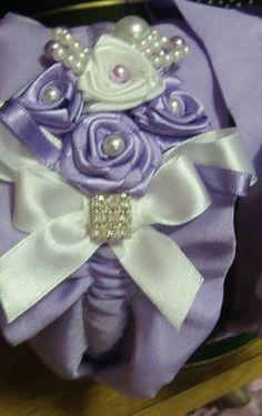 tiara de tafetá com florzinhas de fita e strass.diversas combinações de cores.