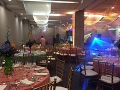 Decoración tema árabe 15 años. Velos y cojines. Four Square, Table Decorations, Furniture, Home Decor, Arabian Theme, Barranquilla, Veils, Toss Pillows, Invitations