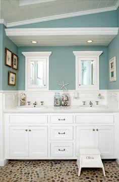 Beach House Bathroom Decor And Modern Bathroom Design Using The Most Delightful Ideas To Create A . Bad Inspiration, Bathroom Inspiration, Creative Inspiration, Creative Ideas, Style At Home, Strand Design, Beach Bathrooms, Beachy Bathroom Ideas, Costal Bathroom