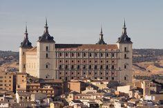 1545-1550. Alcázar de Toledo. El Alcázar de Toledo es de origen musulmán ya reformado en la época de los Trastámara. Ahora con Carlos I, se quiere transformarlo en un palacio. Covarrubias fue contratado para transformarlo realizando su estructura cuadrada con torres en esquinas, fachada principal, fachadas de poniente y levante y vestíbulo.