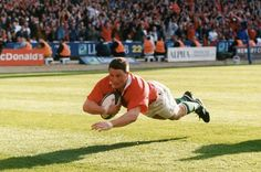 Scott Gibbs scoring the famous try against England at Wembley in 1999 Pitt Basketball, Basketball Practice, Soccer, Rugby Images, Rugby Pictures, 2007 World Cup, Steve Hansen, Richie Mccaw, International Rugby
