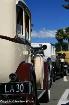 Motoring magic from the wonder age of deco – part 1 Art Deco Car, Streamline Moderne, Hollywood Fashion, Air Show, Golden Age Of Hollywood, Pilgrimage, Party Fashion, Love Art, Art Nouveau