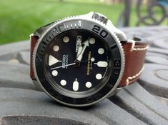 Best Looking Watches, Cool Watches, Watches For Men, Seiko Skx, Seiko Watches, Luxury Jewelry, Custom Jewelry, Camera Watch, Black Boys