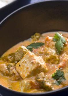 Tofu com quiabos em molho de caril