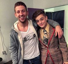 Martin's clothes... Omg it's horrible... But he's beautiful anymore