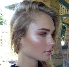 Forget Contouring, Strobing Is Way Easier dewy makeup – Yes! Much more natural, attractive, and easier than contouring (yuck)! Beauty Make-up, Beauty Secrets, Beauty Hacks, Hair Beauty, Beauty Products, Beauty Care, Beauty Guide, Le Contouring, Strobing Makeup