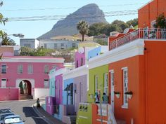 Boo Kapp Capetown, Known for brightly colored houses located at the foot of Signal hills.Its a Hidden little treasure in central Cape Town, just beyond the hassles and bustle. www.travelxcapes.com