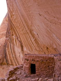 Reasons Celebrities Love Vacations at Lake Powell Anasazi Ruins Lake Powell Defiance House Anasazi Ruins Places To Travel, Places To See, Beautiful World, Beautiful Places, Lake Powell, Ancient Ruins, Ancient Civilizations, Abandoned Places, Archaeology