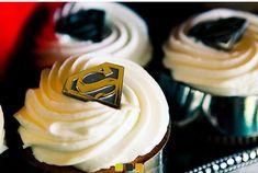 Your Superhero Wedding Cupcakes Love these simple cupcakes! Superhero Fashion, Superhero Cake, Superhero Invitations, Themed Cupcakes, Wedding Cupcakes, Wedding Cake, Wedding Themes, Wedding Decorations, Wedding Ideas