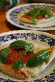 Cebicin keittiö: Pizza Margherita Mozzarella, Thai Red Curry, Tacos, Pizza, Ethnic Recipes, Food, Meal, Essen, Hoods