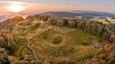 En lieu et place du village de Vauquois, dans la Meuse, de gigantesques cratères profonds de 10 à 20 mètres séparent les premières lignes fr...