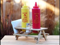 Keeping your condiments corralled at a cookout is a central concern. This adorable condiment holder is perfect for your next BBQ. Build A Picnic Table, Outdoor Picnic Tables, Outdoor Dining, Fun Projects For Kids, Wood Projects, Woodworking Projects, Woodworking Plans, Condiment Holder, Sauce Barbecue
