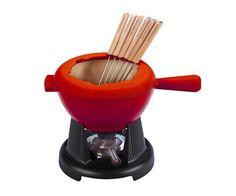 Un plat à fondue traditionnelle en fonte émaillée conçu pour conserver la chaleur plus longtemps.  [tabgroup title=