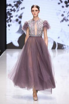 Michael Cinco Debuts in Paris Fashion Week Vestidos Fashion, High Fashion Dresses, Haute Couture Dresses, Haute Couture Fashion, Runway Fashion, Fashion Show, Fashion Fashion, Paris Fashion, Fashion Trends