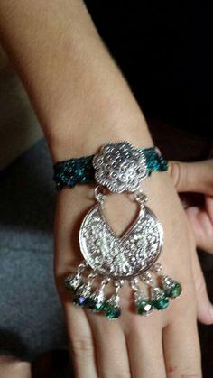 Pulseras con detalles en plata y esmeralda