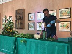Mauro Piacentini, curatore degli arredi floreali del Quirinale, ci ha deliziato con il suo workshop di composizione floreale