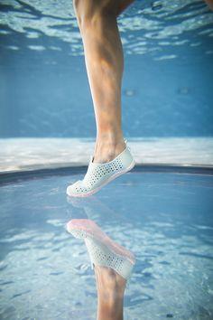 102a75f2d Comodidad y protección durante la práctica con los escarpines Aquagym  Aquadots.  Swim  Deporte