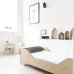 black and white - wood - kids room / chambre - enfant - noir et blanc - bois