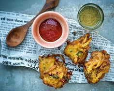 Madhur Jaffrey loves Nikita Gulhanes authentic onion bhajias, which are quick to make and the perfect side dish to cook while a curry is bubbling away Deep Fried Recipes, Good Food Channel, Childrens Meals, Curry Dishes, Middle Eastern Recipes, Asian, Curry Recipes, Vegetable Dishes, Food Photo