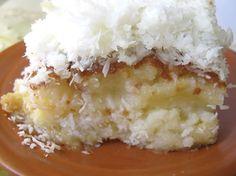 Bolo de coco é uma delícia, esse é mais ainda porque é gelado e molhadinho. Você vai ficar com água na boca se não fizer!