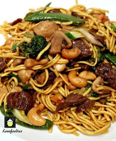 Beef and Vegetable Lo Mein - http://www.lovefoodies.com/beef-and-vegetable-lo-mein.html#.VGiE8GpJl-f