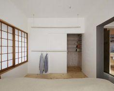 建築家、青木律典さんの神奈川県川崎市の事務所兼自邸の紹介。土間や障子美しく活用。
