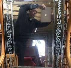 20 Hilarious Photos of People Trying to Sell Mirrors Online - bemethis Most Beautiful Pictures, Cool Pictures, Cool Photos, Funny Pictures, Hilarious Pictures, Hilarious Memes, Funny Photos Of People, Funny People, Sneak Attack