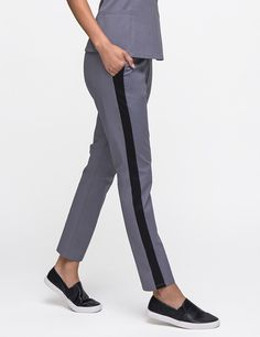 The Tuxedo Pant, featuring ponte stretch panels for comfort and front/back pockets for storage. #scrubs #medicalscrubs #jaanuu