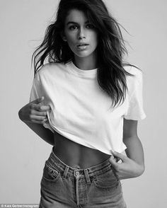 Kaia Gerber Just Wore The Only White T-Shirt We'll Ever Need : Sometime all your outfit needs is a plain white tee and Kaia Gerber proves the Hanes x Karla Welch collection has every white t-shirt we could ever need. Fashion Photography Poses, Fashion Poses, Fashion Shoot, Editorial Fashion, Glamour Photography, Female Fashion, Lifestyle Photography, Editorial Photography, Fashion Fashion