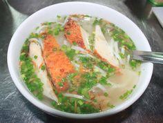 Như người miền Tây quen thuộc với tô bánh canh bột gạo xắt nấu cùng với tôm và thịt bằm, người Sài Gòn thì thích hương vị của món bánh canh bột lọc sền sệt với cua hoặc nghẹ hay về miền biển như Nha Trang, Vũng Tàu lại khoái khẩu với món bánh canh chả cá. -------------------------- Bánh canh chả cá Vũng Tàu  http://www.banhcanhchaca.com/access