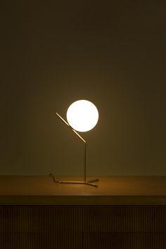 IC Light  de Mickael Anastassiades pour Flos
