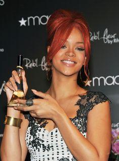 Rihanna spikes nude