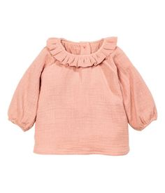 Powder pink. BABY CONSCIOUS. Double-weave blouse in soft organic cotton. Ruffled collar, glittery buttons at back, and long raglan sleeves with