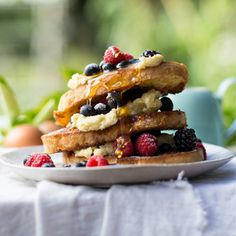 Bigger is always better when it comes to French toast. Also try croissants or white bread with this ultimate French toast recipe. Brunch Recipes, Dessert Recipes, Savoury Baking, Breakfast Dishes, Recipe Of The Day, Easy Desserts, Yummy Treats, Delish, French Toast