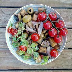 Cobb Salad, Vegetables, Food, Hands, Essen, Vegetable Recipes, Meals, Yemek, Veggies