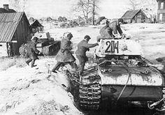 https://flic.kr/p/rGjwr4   Two KV-1 heavy tanks.   source: www.facebook.com/Soviet.Tanks.of.WW2