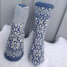 Crochet Socks Pattern, Knitting Patterns, Knit Crochet, Fair Isle Knitting, Knitting Socks, Knit Stranded, Knit Stockings, Socks And Heels, Wool Socks