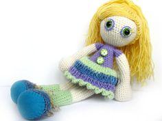 Goldie, gehäkelte puppe Blau Grün Gelb Lila von KooKooCraft auf DaWanda.com
