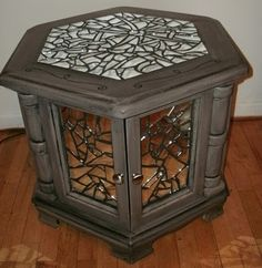 DeJa Renew: End Table Redo to glazed with broken mirror mosaic. Walters Walters Millner remind you of something? there is no connection anymore but this looks like something I might do with one just like this! Furniture Update, Furniture Projects, Furniture Makeover, Furniture Decor, Redo End Tables, End Table Makeover, Broken Mirror, Mirror Mosaic, Apartment Interior Design