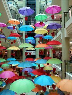 Installazioni con ombrelli colorati n.05